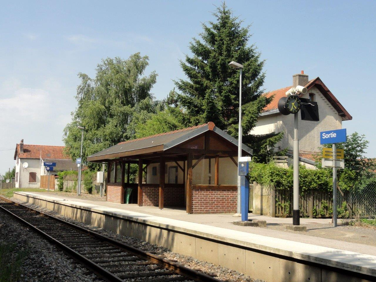 gare-de-tricot-train-station