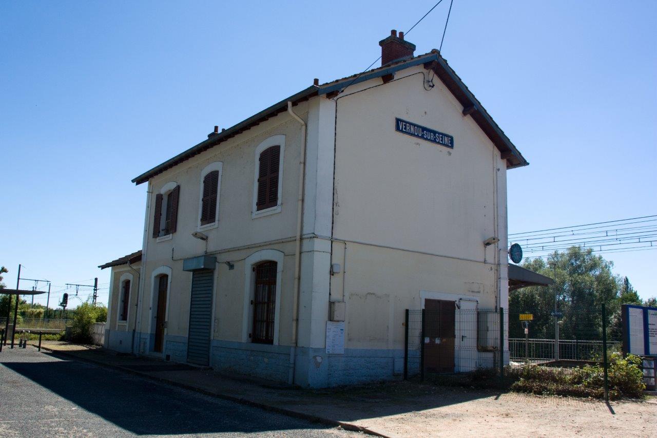 gare-de-vernou-sur-seine-train-station