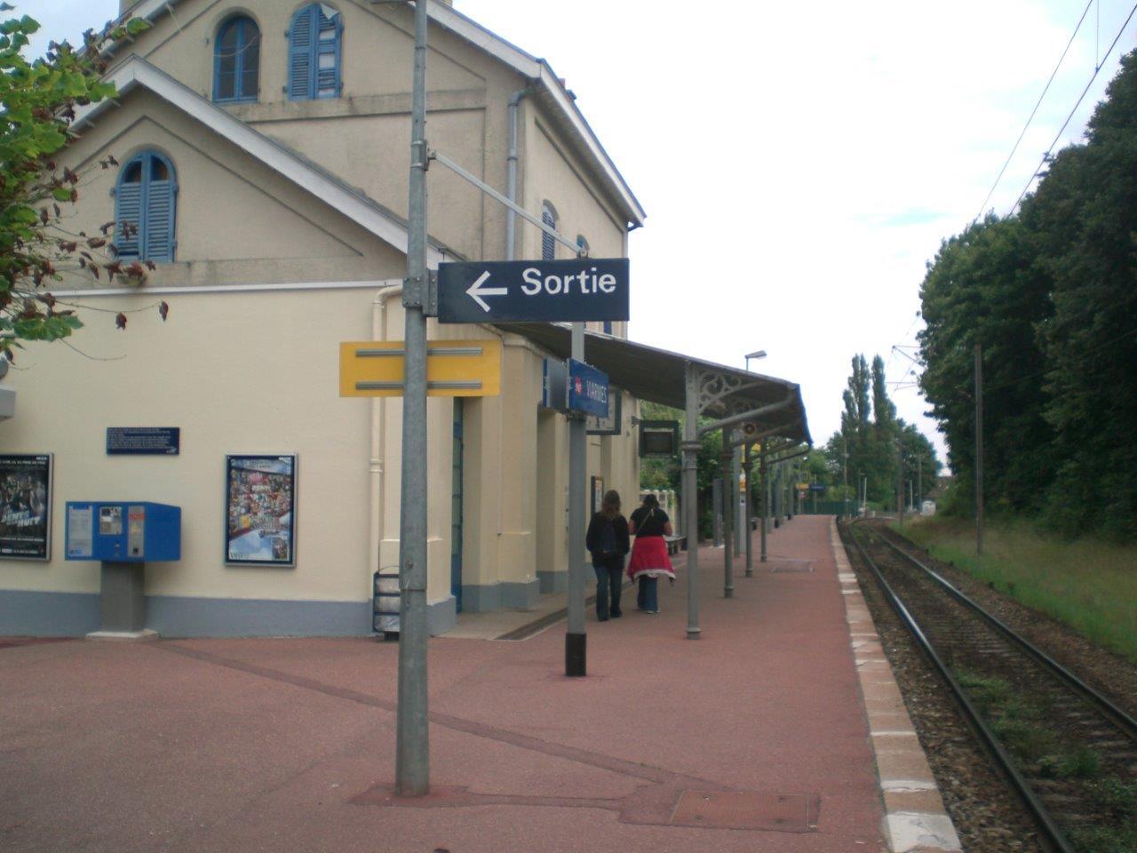 gare-de-viarmes-train-station