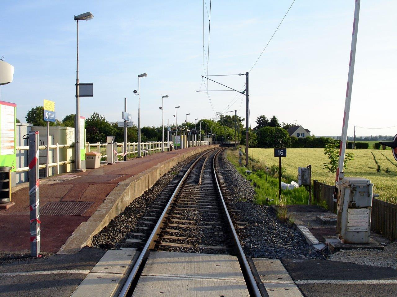 gare-de-villaines-train-station