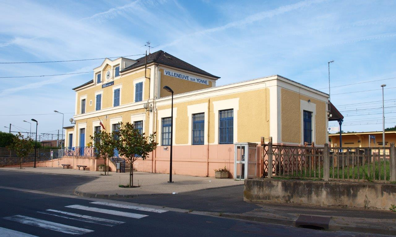 gare-de-villeneuve-sur-yonne-train-station