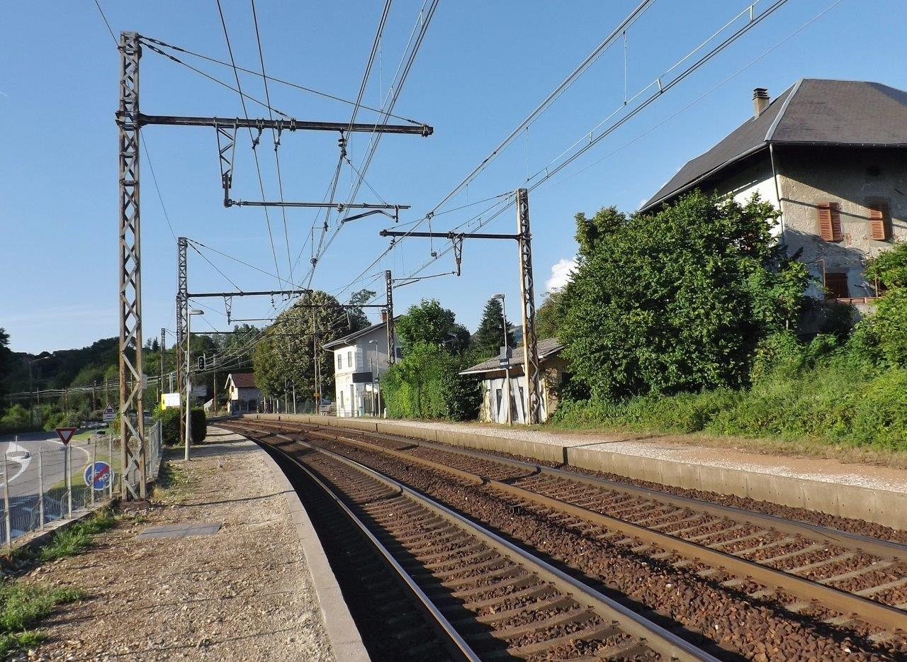 gare-de-viviers-du-lac-train-station