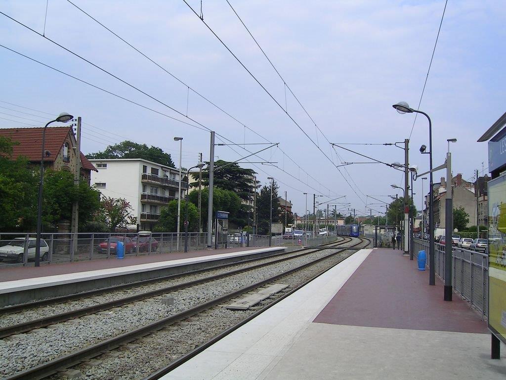 les-coquetiers-tramway-d-ile-de-france-train-station